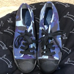 Sideout camo sneakers size 9